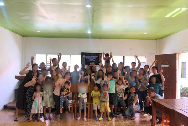 フィリピン親子留学で行った語学学校SPEAでの集合写真