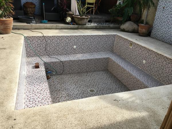 空っぽのプール